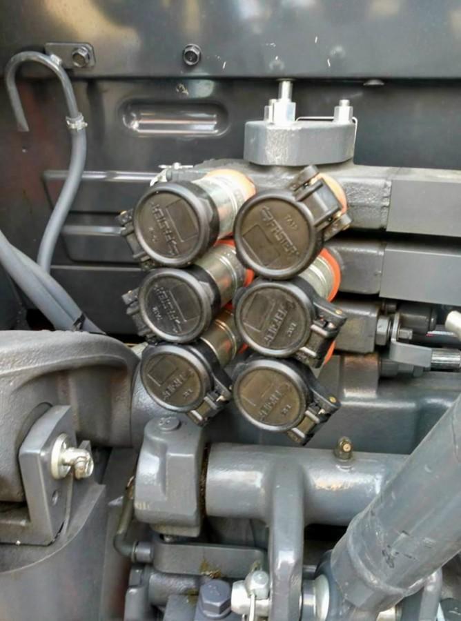 Kolmas tagumine hüdroväljavõttepaar SCD M4002/M5001 series, Kubota