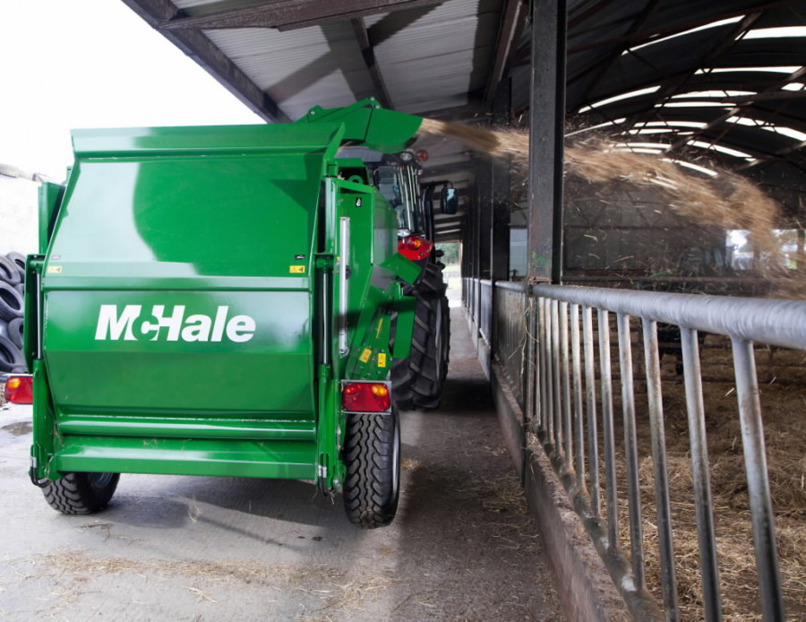 Silage feeder and straw blower  C490, Mchale