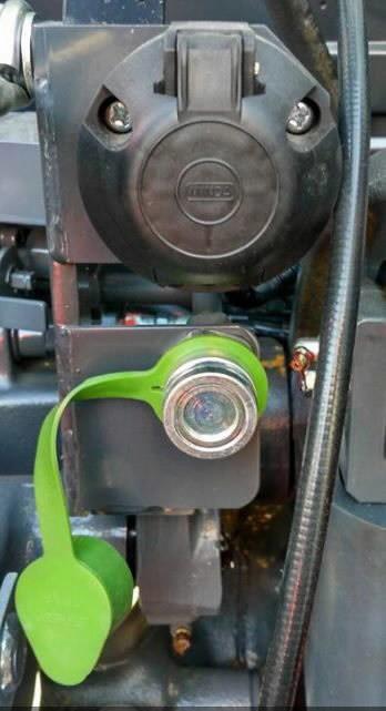 Hydraulic trailer brakes and electrics for M4002 series, Kubota