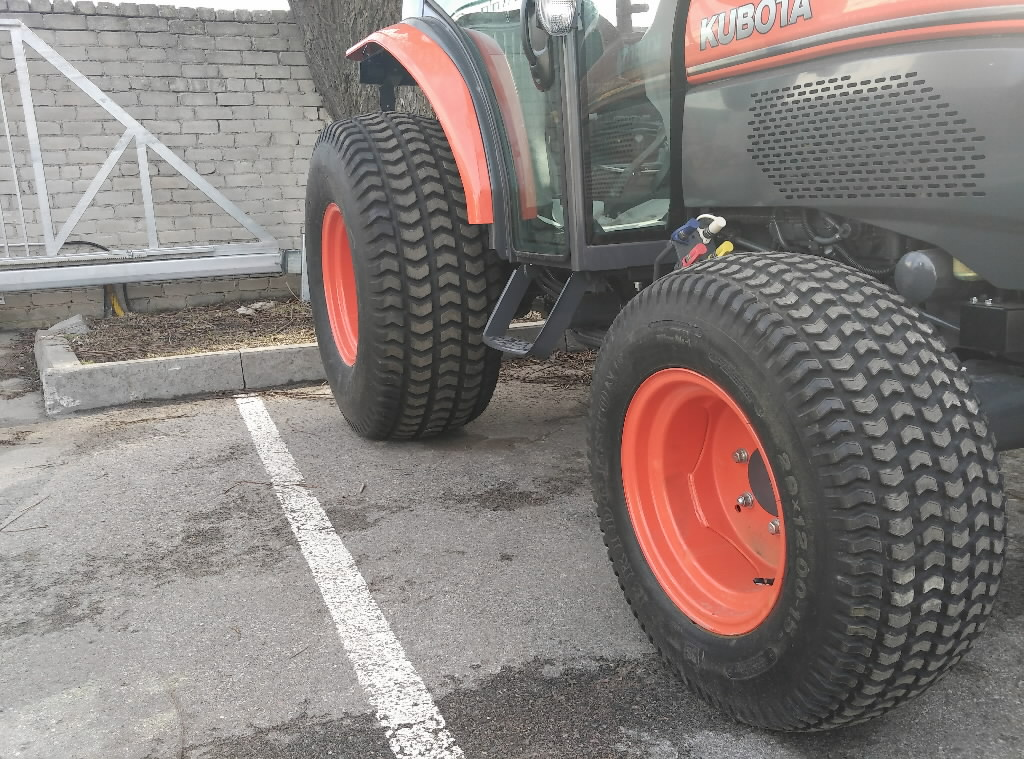 Kubota Front Tires : Front tire with wheel pd l kubota