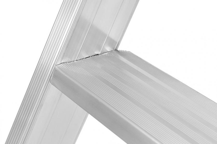 SC80 seeria treppredel 8024 2x9 astet, Hymer