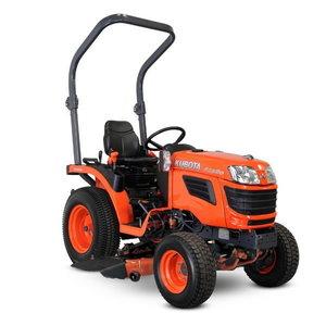 Traktors Kubota B1820 ar vidējo plaušanas pannu
