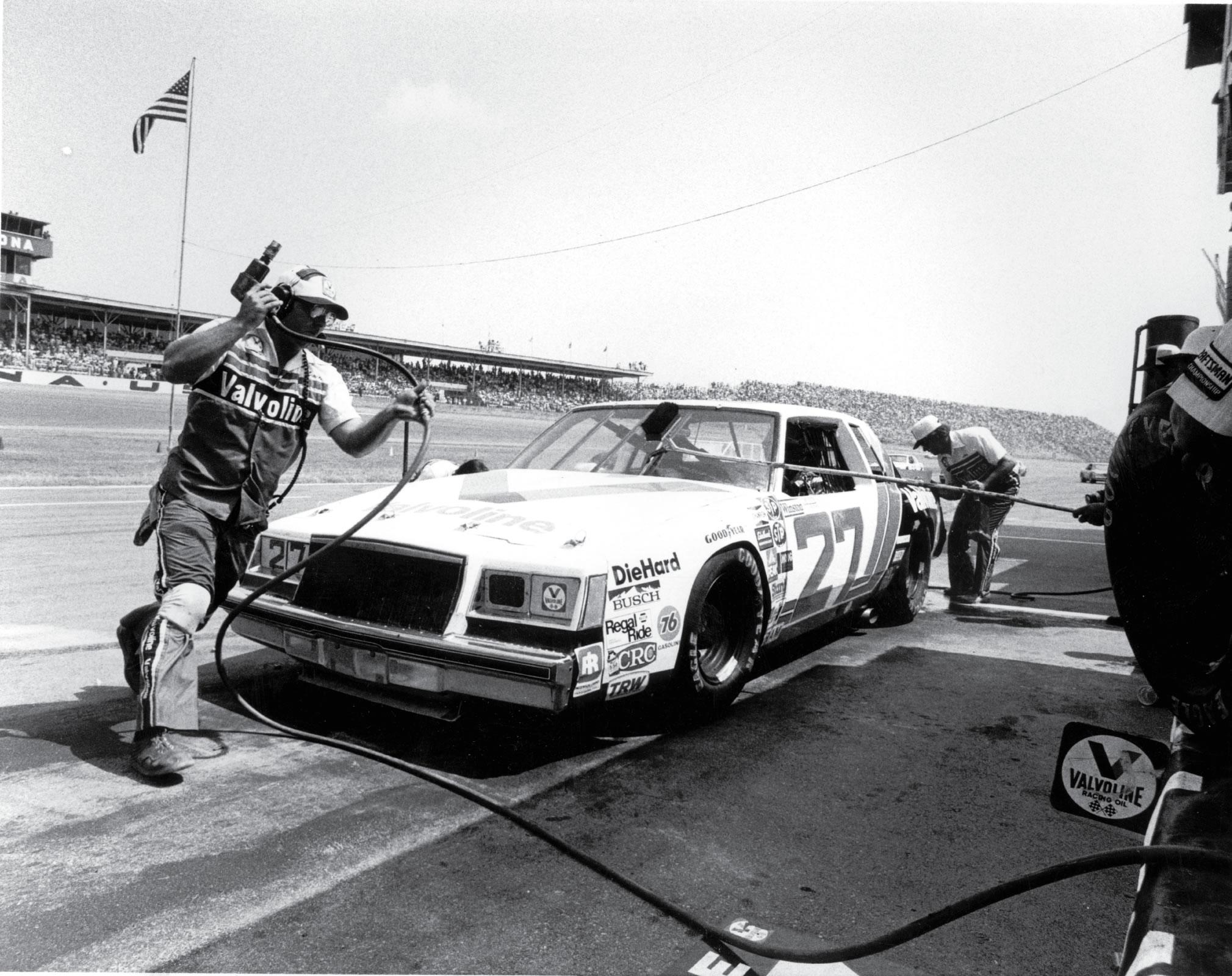 1976–1978 Cale Yarborough võitis Valvoline'i kasutades kolm järjestikust NASCARi meistritiitlit.