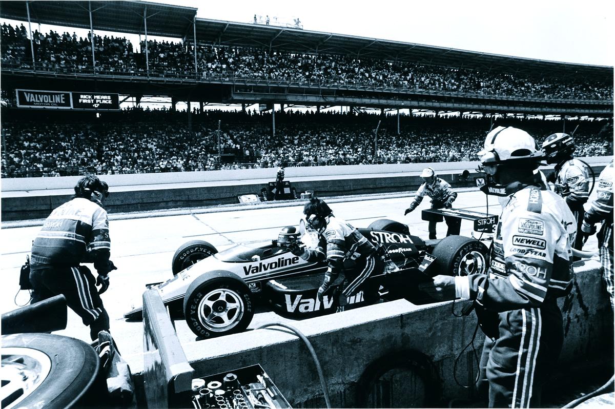 1992 Al Unser juunior võitis Scott Goodyeari 0,043 sekundiga, mis on kõige napim võit Indianapolise'i 500 miili sõidu ajaloos.