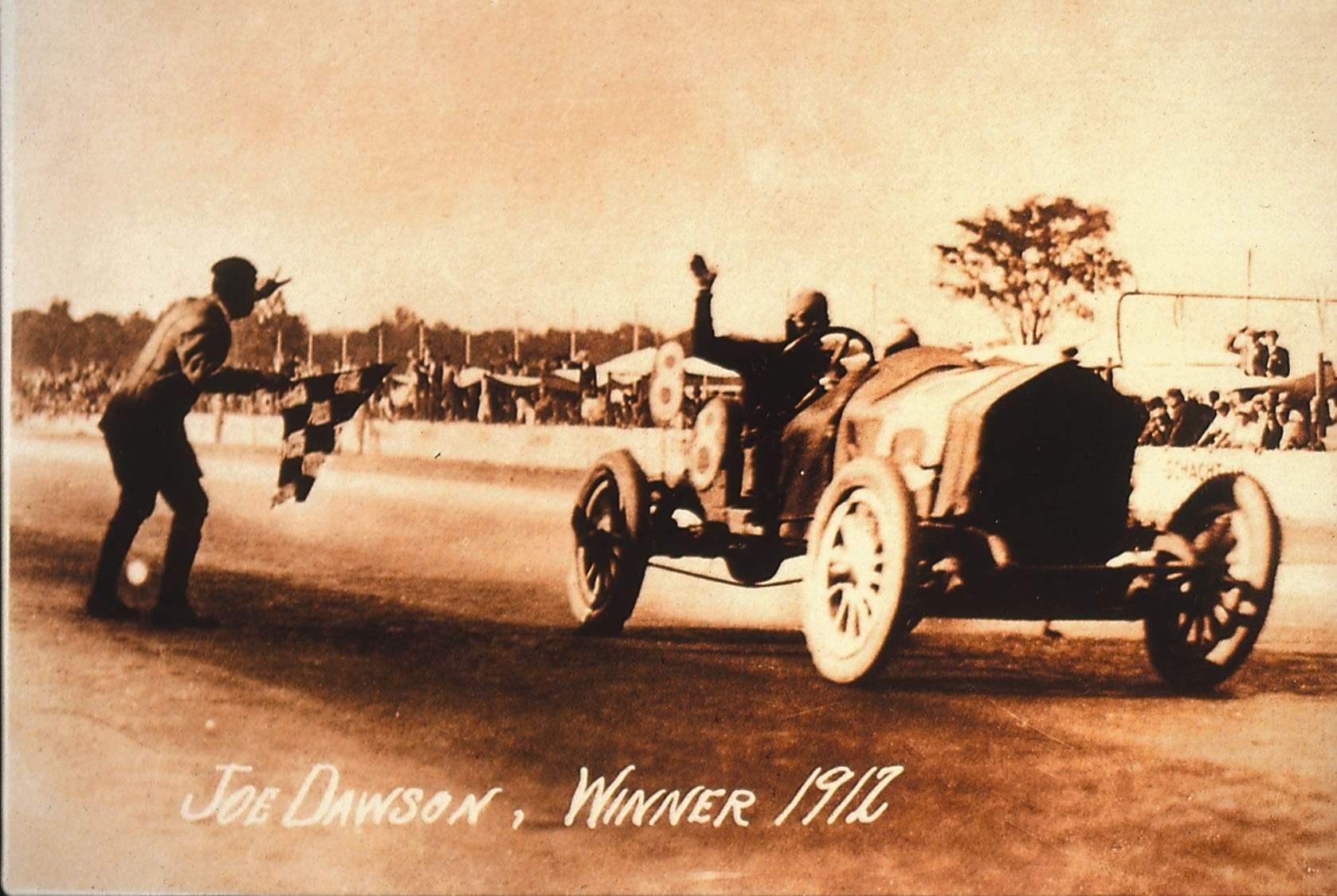 1912. Joe Dawson võitis Valvoline'i mootoriõli kasutades Indianapolise'i 500 miili sõidu.