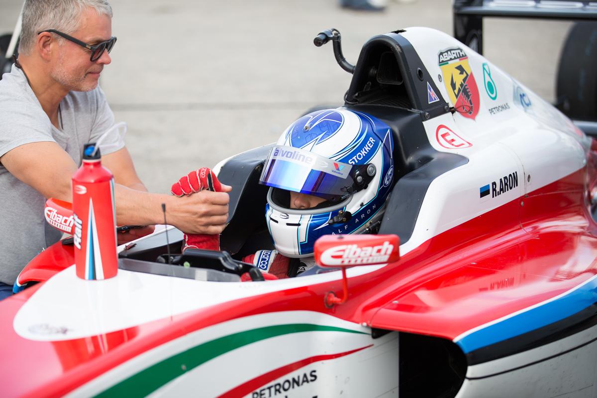 Ralf Aron. Sõidab praegu F3-sarjas.