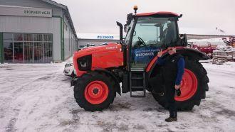 Rakveres tehakse õppesõitu Kubota traktoriga