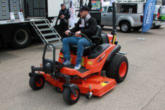 Kubota vejos traktoriai pirmą kartą pristatyti Vilniuje vykstančioje parodoje RESTA 2016