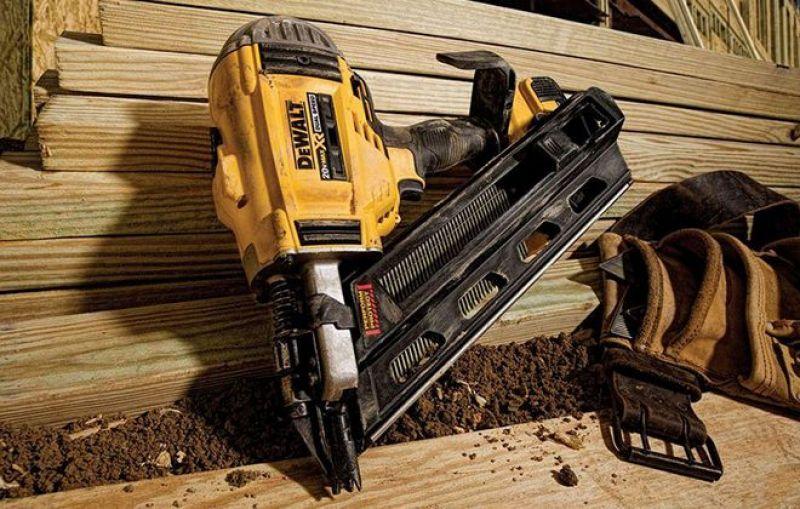 Naelapüssiga saad naelad sisse nii puitu, metalli kui ka betooni