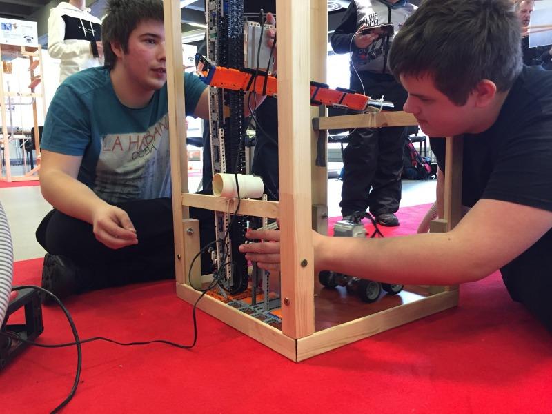 Noored ehitasid Eesti 100. sünnipäevaks 100 ahelreaktsioonimasinat