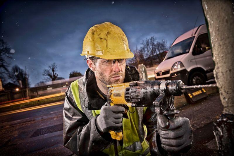 Profesionalūs įrankiai DeWALT jau ir STOKKER įrankių centruose