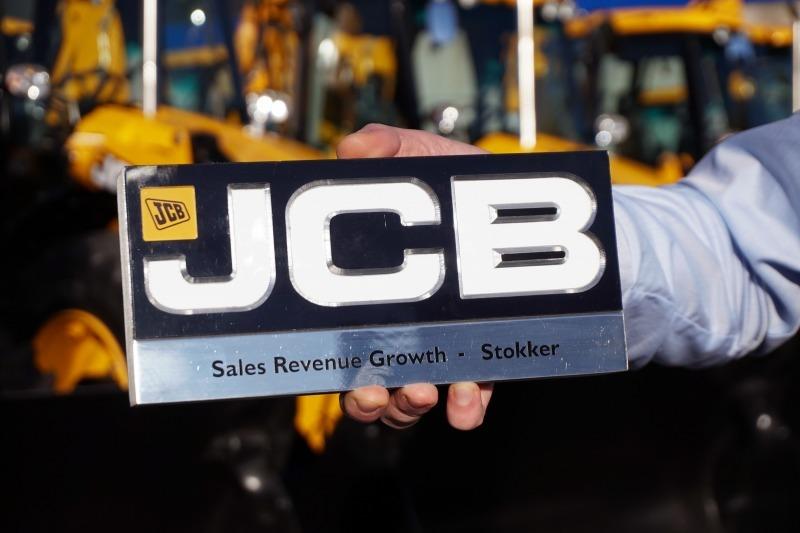 Tarp visų JCB atstovų, Stokker pajamos augo labiausiai