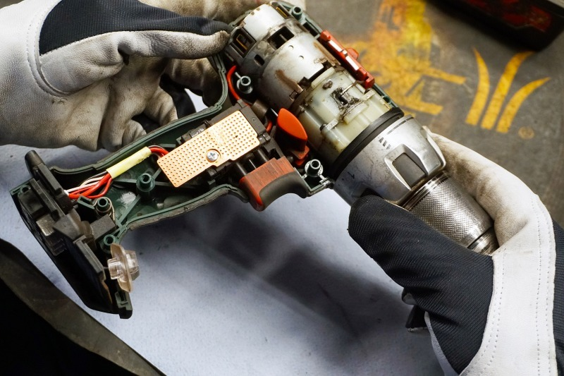 Naujas akumuliatorinio įrankio korpusas vietoje sulūžusio
