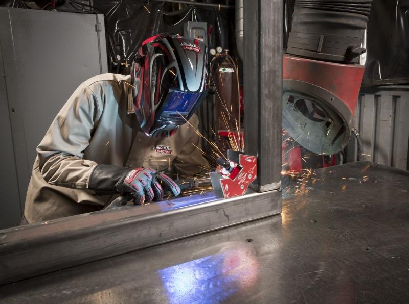 Jaunā Powertec i320 Advanced metināšanas iekārta no Lincoln Electric ir klāt