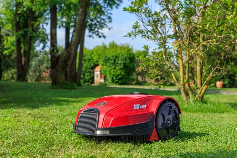 Vai pļaušanas roboti aizstās klasisko pļaujmašīnu?